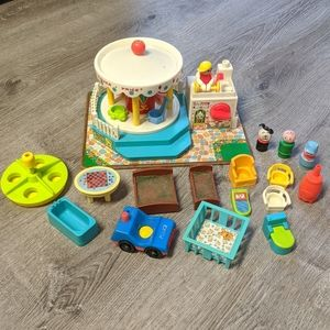 Fisher Price 60s Merry Go Round Toy Set Musical